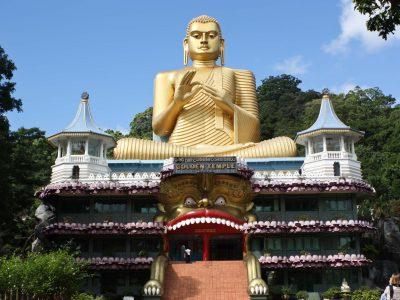 Golden_Buddha_and_Buddhist_Museum_at_Dambulla